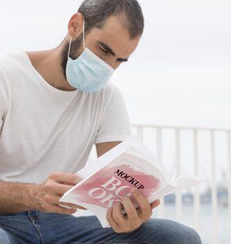 hombre leyendo libro