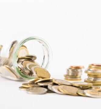 monedas-suerte-dispersas-tarro-cristal